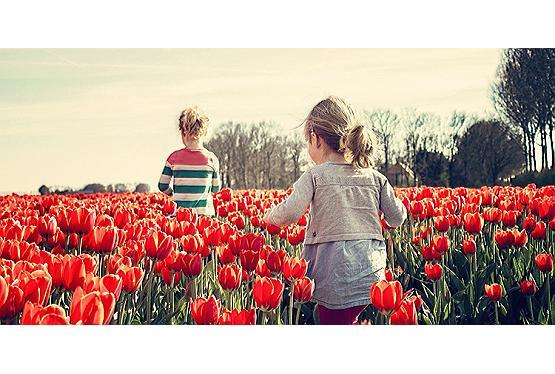 Kinder richtig anziehen im Frühling: Nicht zu kalt und nicht zu warm