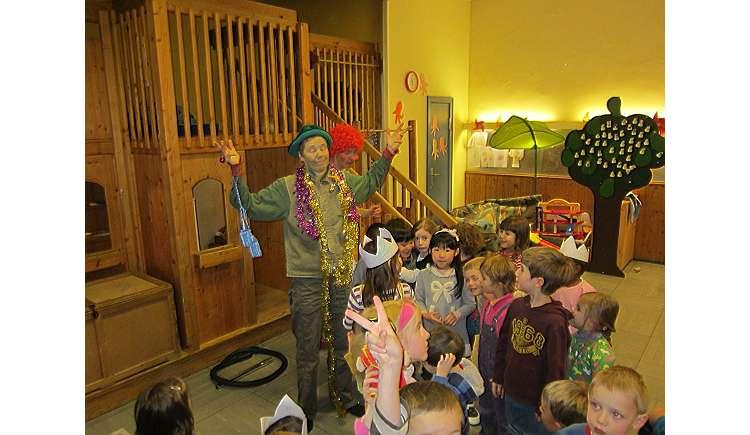 clownerie kiel zum beispiel f r den kindergeburtstag rund um kiel kindergeburtstag auf kids. Black Bedroom Furniture Sets. Home Design Ideas