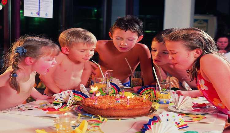 kindergeburtstag im schwimmbad bei monte mare f llt die party nicht ins wasser. Black Bedroom Furniture Sets. Home Design Ideas